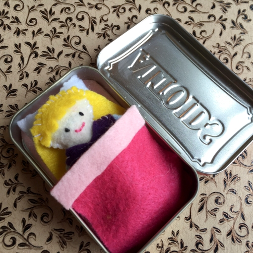 Thumbelina Altoids Tin Bed Project